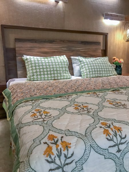 Hand Block Printed Cotton Quilt (Queen size) | Golden Iris with Jaali